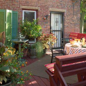 Small Deck Ideas: Plants