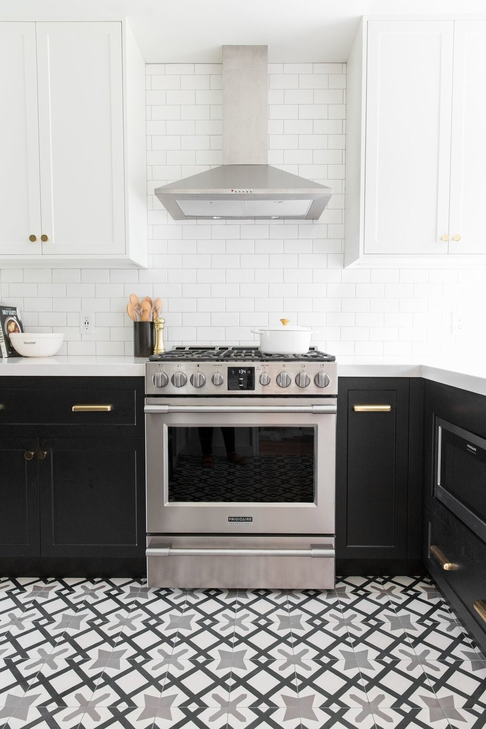 are two tone kitchen cabinets still in style
