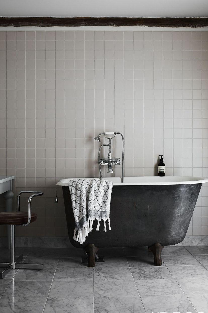 grey bathroom wall art ideas